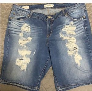 🌞1DAY SALE TORRID DISTRESSED JEAN SHORT